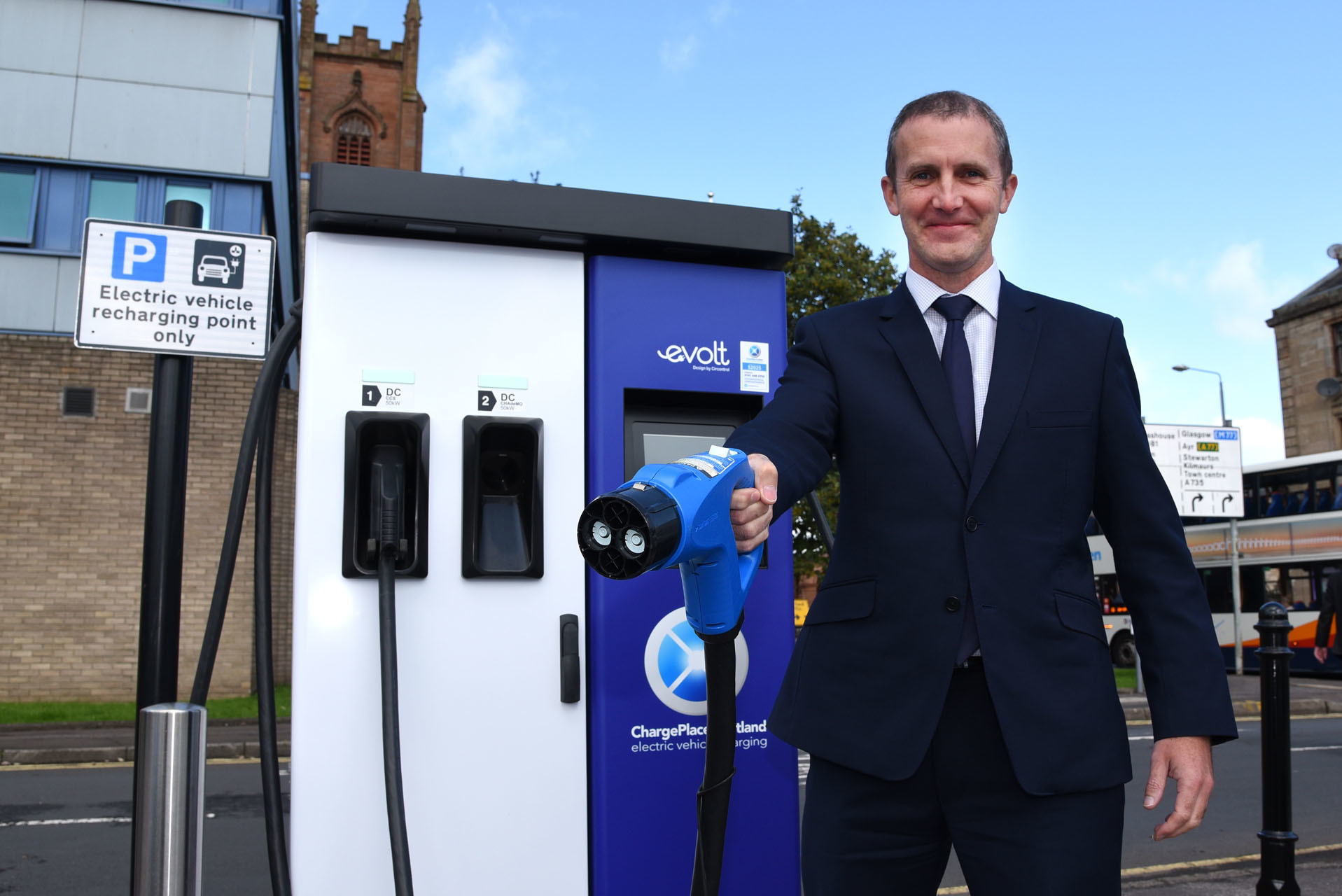 Over 1000 electric vehicle charge points in Scotland
